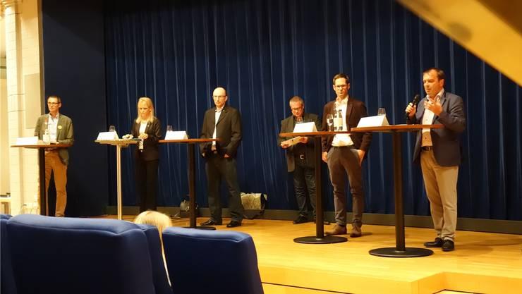Markus Dietschi, Nicole Müller-Boder, Daniel Käppeli, Moderator Thomas Kron, Silvan Hilfiker und Jürg Caflisch (von links) am überparteilichen Nationalrats-Podiumsgespräch.