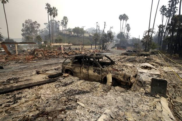 In Bel Air, im Westen von Los Angeles, sind nach Angaben der Behörden am Mittwoch mindestens vier Häuser abgebrannt.