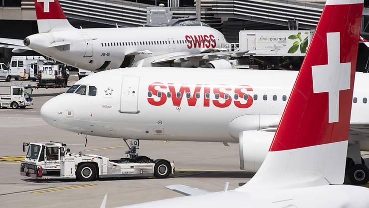 Im Juli sind deutlich mehr Passagiere am Flughafen Zürich in Kloten gestartet oder gelandet. (Archivbild)