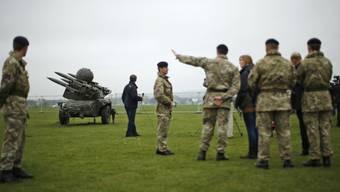 Britische Militärausbilder bei der Arbeit