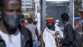 Nach einer Militäroffensive der äthiopischen Regierung gegen die Regierungspartei der Region Tigray fliehen immer mehr Menschen aus dem Land Richtung Sudan, berichtet das UN-Flüchtlingshilfswerk. Foto: Mulugeta Ayene/AP/dpa