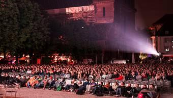 Die Atmosphäre auf dem Münsterplatz lockte unzählige Zuschauer ins Orange Cinema.