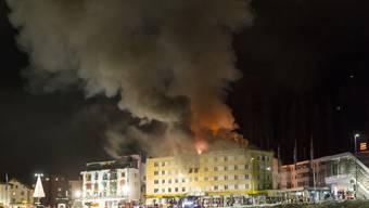 Das Feuer, das das Posthotel Holiday Villa in Arosa GR zerstört hat, ist nach Angaben der Polizei im Keller des vierstöckigen Gebäudes ausgebrochen.