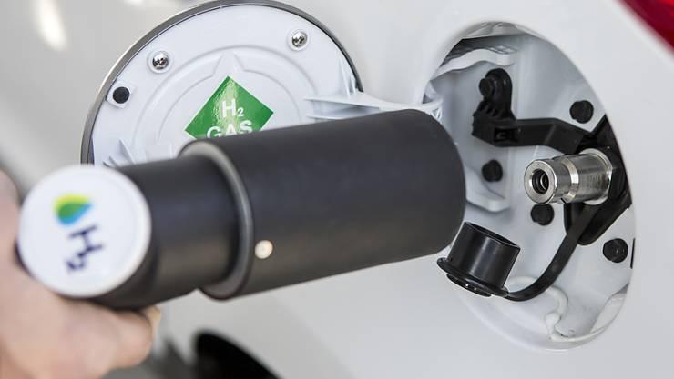 Die erste öffentlich zugängliche Wasserstoff-Tankstelle der Schweiz wurde im November 2016 in Hunzenschwil AG eröffnet.