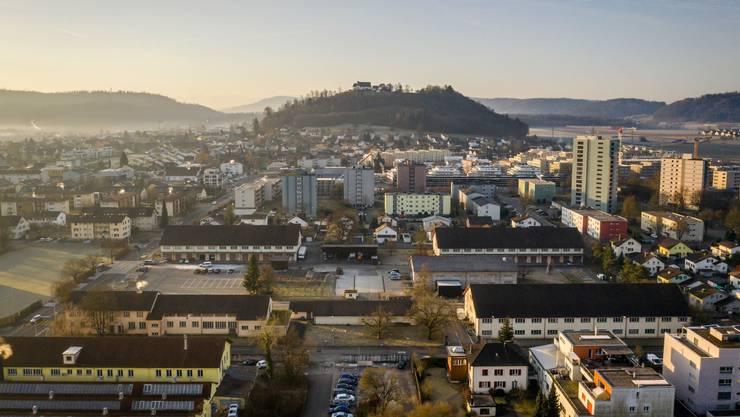 Lenzburg, im Vordergrund das Zeughaus-Areal.