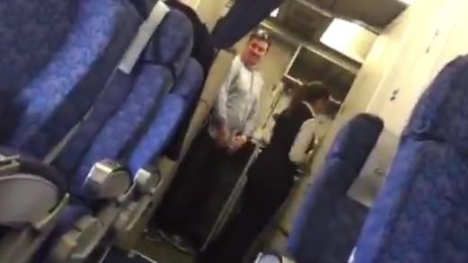 Ein Passagier filmte, wie das Foto entstand, das später um die Welt ging. «Das ist verrückt», sagt er im Video zu Ben Innes.