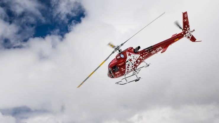 Am Freitag ist ein Mann im Skigebiet von Zermatt tödlich verunglückt. Bei der Bergungsaktion war die Air Zermatt beteiligt. (Symbolbild)