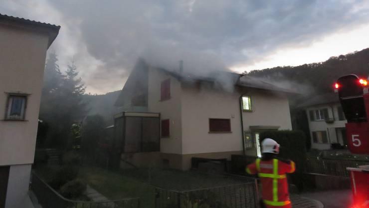 Im Dachstock eines Doppeleinfamilienhauses am Säliring brach ein Feuer aus.
