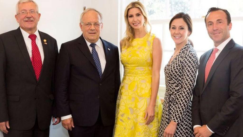 Wirtschaftsminister Johann Schneider-Ammann (zweiter von links) hat sich in Washington unter anderem mit Ivanka Trump, der Tochter von US-Präsident Donald Trump, getroffen.