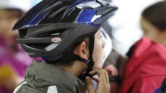 Die Helmpflicht gilt ab Juli neu auch für E-Biker (Symbolbild)