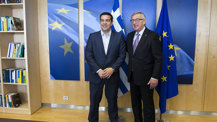 Griechenlands Regierungschef Alexis Tsipras posiert mit EU-Kommissionschef Jean-Claude Juncker in Brüssel.