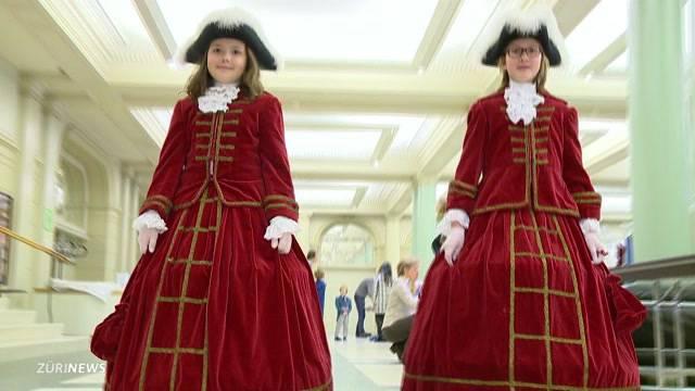 Auftakt der Kostümanprobe für den Kinderumzug des Sechseläuten