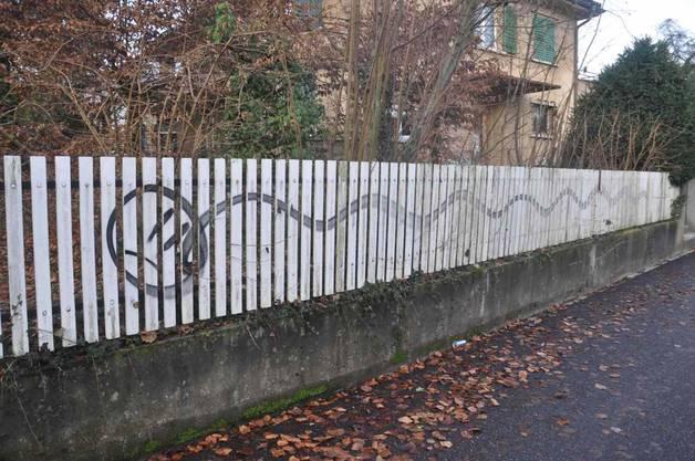 Versprayter Zaun in Zuchwil