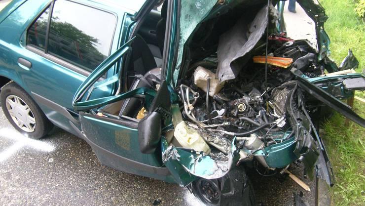 Ein scheussliches Bild: Der völlig zerlegte Personenwagen.