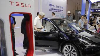 Die Firma Tesla ist an der Börse nunmehr wieder mehr wert, als etwa der Konzern General Motors. (Archivbild)