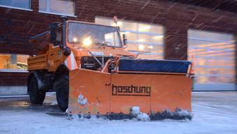 Natur versus Technik: Bei starken Schneefällen stehen die Limmattaler Räumfahrzeuge fast rund um die Uhr im Einsatz.