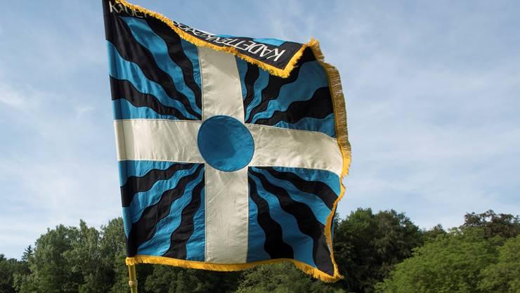 Die Fahne des Lenzburger Kadettencorps.