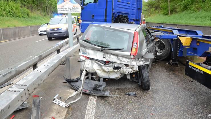In Münchenstein verunfallte ein Auto und ein Sattelschlepper.