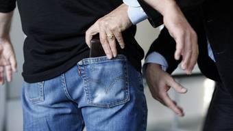 Der festgenommene Täter soll noch einen Komplizen gehabt haben – jetzt ermittelt die Kantonspolizei Zürich weiter. (Symbolbild)