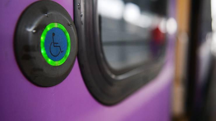 Eigentlich müssten an allen Bahnhöfen bis Ende 2023 ein behindertengerechter Bahnzugang möglich sein. (Symbolbild)