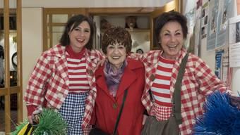Drei Värsli-Generationen: Irène Privé-Rickli, flankiert von Enkelin Jacqueline Cornu (l.) und Tochter Brigitte Cornu – den neuen «Grööggle».