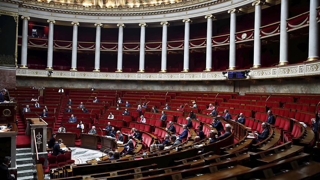 ARCHIV - 332 zu 77 endete das Votum für den Gesetzentwurf; 145 Abgeordnete enthielten sich (Archiv). Foto: Gonzalo Fuentes/Reuters Pool/AP/dpa