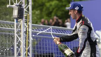 Vor heimischer Kulisse darf sich der Romand Sébastien Buemi über den dritten Rang am Formel-E-Rennen in Bern freuen.