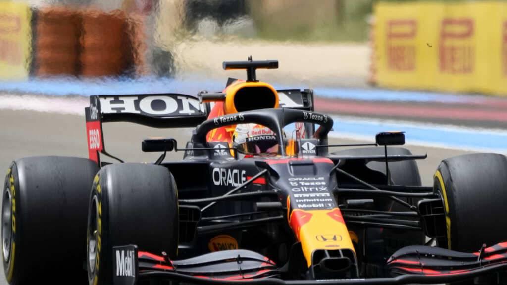 Max Verstappen aus den Niederlanden gewinnt vor Lewis Hamilton