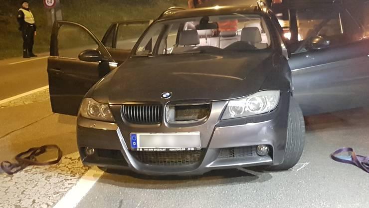 Mit diesem BMW mit deutschen Kontrollschildern flüchteten die mutmasslichen Einbrecher vor der Polizei, nachdem in Münchwilen eine Strassensperre ignoriert wurde.