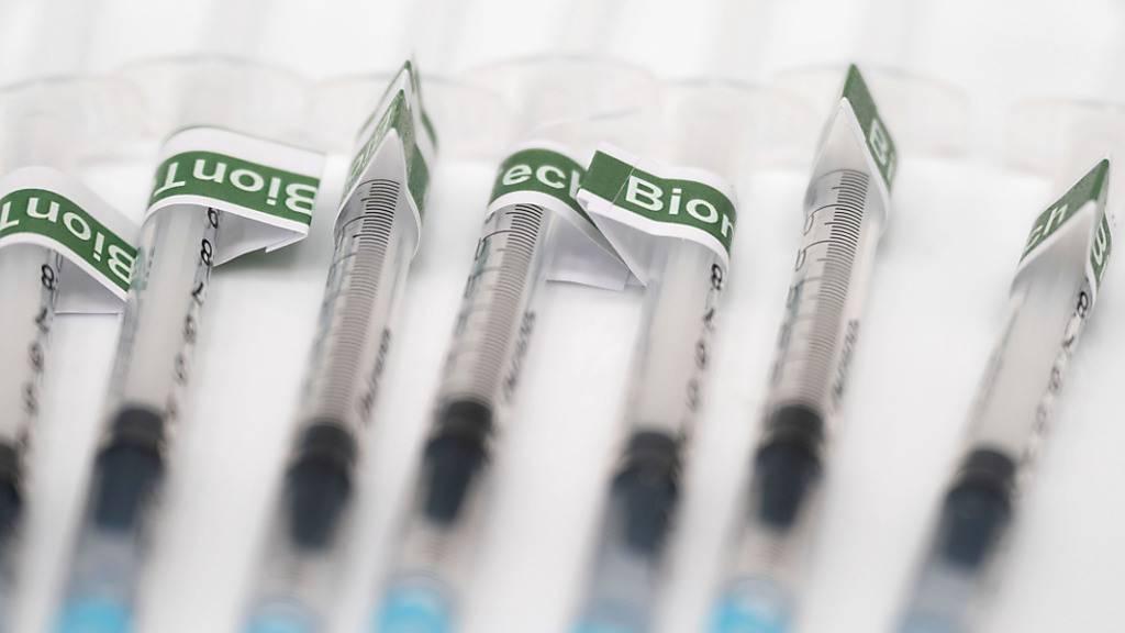 Der deutsche Impfstoffhersteller Biontech will in Kürze eine Zulassung seines Corona-Vakzins für Kinder ab zwölf Jahren in der EU beantragen. Foto: Marijan Murat/dpa