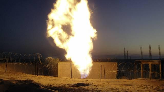 Eine ägyptische Pipeline in Flammen (Archiv)