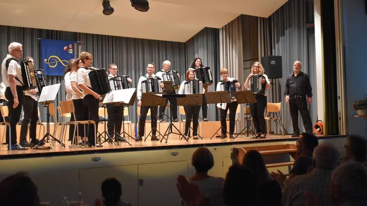 Das Orchester mit Dirigent