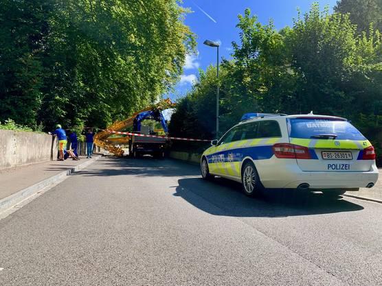 Die Polizei musste den Verkehr nach Bettingen rund vier Stunden lang über eine Quartierstrasse umleiten.