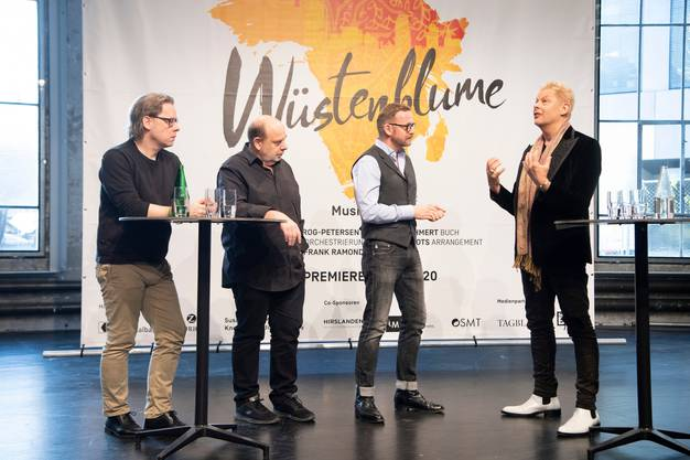 Christoph Bönecker (musikalische Leitung), Koen Schoots (Arrangement), der St.Galler Operndirektor Peter Heilker sowie Komponist Uwe Fahrenkrog-Petersen erzählen von der Arbeit an «Wüstenblume».