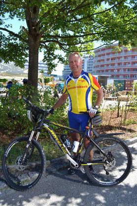 Als Mitgründer des Veloclubs Spreitenbach ist das Velofahren für Kurt Strassl pure Leidenschaft: «Ich fahre zwei bis drei Mal in der Woche, manchmal alleine und manchmal mit unseren Clubmitgliedern», erzählte er. Meistens legt der heute 75-Jährige eine Strecke von 60 bis 80 Kilometer zurück. «Ich besitze vier verschiedene Fahrräder und bin somit für jede Gelegenheit gerüstet», sagte er. Es sei die frische Luft und auch das Kollegiale im Club, das ihm gefalle. «Ich fand den Plausch am Velofahren aber erst sehr spät», sagte er. Heute sei er manchmal in Kroatien oder Spanien auf Velotouren unterwegs. In der Schweiz gebe es viele Velorouten. Das schätze er sehr.