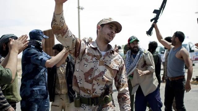 Libysche Rebellen kehren von der Front bei Adschdabija zurück