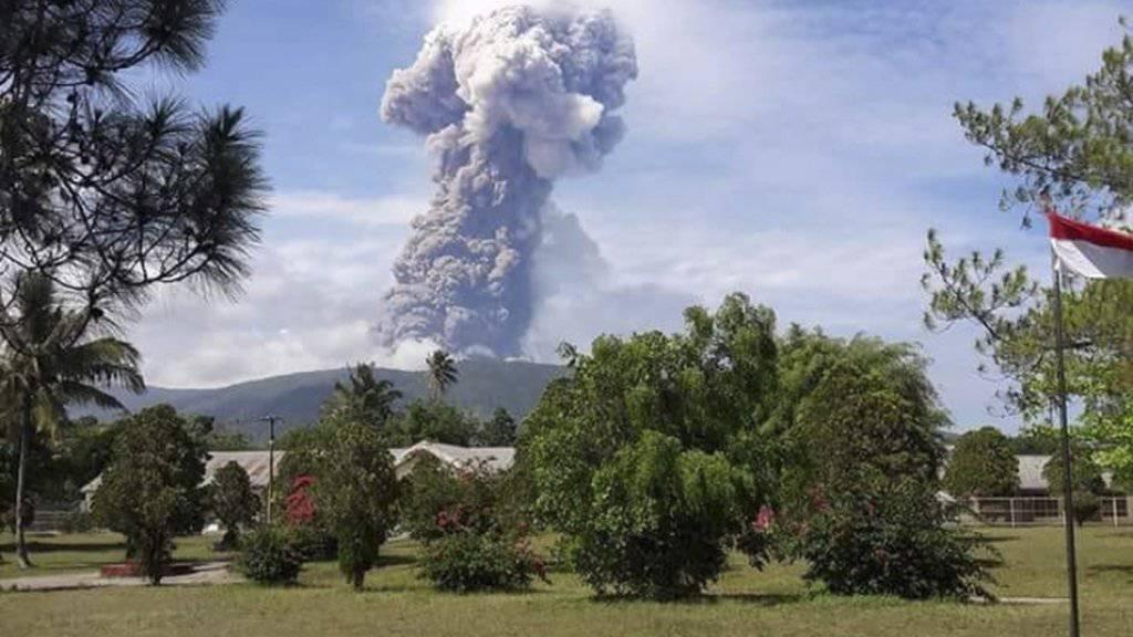 Der Vulkan Soputan auf der indonesischen Ferieninsel Sulawesi war zuletzt Anfang Oktober ausgebrochen. (Archivbild)