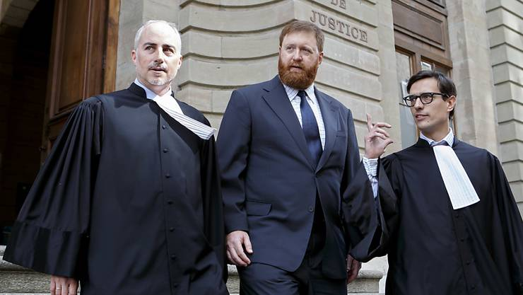 Die Anklage gegen Erwin Sperisen (Mitte), hier in der Begleitung seiner Anwälte Florian Baier (links) und Giorgio Campà (rechts), wird zum dritten Prozess hin nicht erweitert.