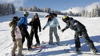 Nationalrat ist gegen Schneesporttage, die vom Bund bezahlt werden. Im Bild: Teilnehmer des Jugendskilagers in Lenk.