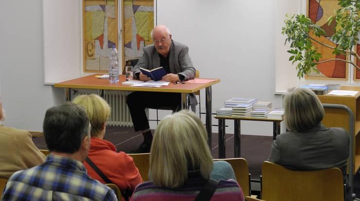 Heinz Lüthi bei seiner Lesung in Dietikon