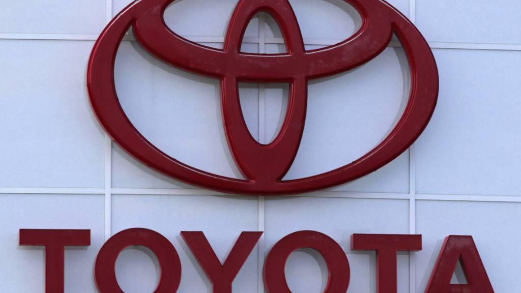 Toyota klingeln trotz Coronakrise und Chipmangel die Kassen: Der Autobauer konnte das operative Ergebnis im Schlussquartal des Ende März abgelaufenen Geschäftsjahres 2020/2021 fast verdoppeln. (Archivbild)
