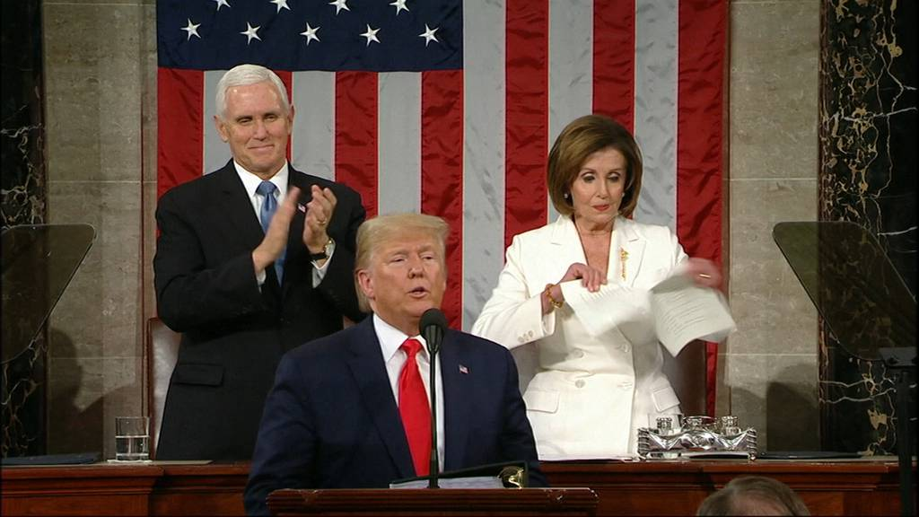 Eklat: Trump verweigert Handschlag - Pelosi zerreisst Manuskript