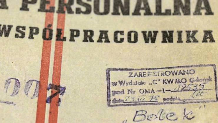 Eines der Dokumente, das beweisen soll, dass Polens Ex-Präsident Lech Walesa als Spitzel für das Kommunisten-Regime tätig gewesen sein soll. Walesa streitet das ab, nun wurden Ermittlungen aufgenommen.