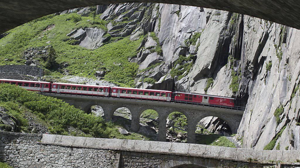 Die Strecke der Matterhorn Gotthard Bahn zwischen Andermatt und Göschenen durch die Schöllenenschlucht im Kanton Uri ist wegen einer Entgleisung unterbrochen. (Archivbild)
