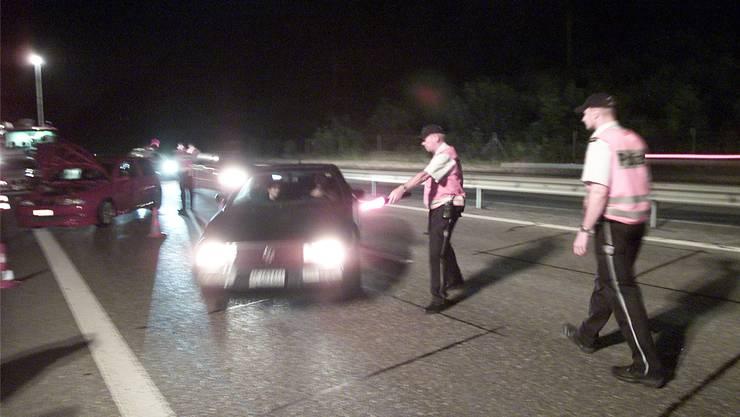 Bei den Wühlmaus-Kontrollen auf der Autobahn ist im Aargau jeweils auch die Militärpolizei dabei. (Archiv)