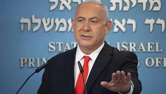 Benjamin Netanjahu, Ministerpräsident von Israel, spricht über die Entwicklung der Coronavirus-Zahlen in Israel. Foto: Alex Kolomiensky/Pool Yedioth Ahronot/AP/dpa