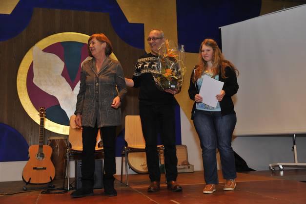 Therese Frei, Giova Esposito und Freis Tochter Jana nahmen den Preis im Namen der Jabahe-Band entgegen