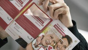 Eine Informationsbroschüre von Swisstransplant, der Schweizerischen Nationalen Stiftung für Organspende und Transplantation. (Archivbild)