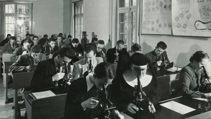 Der Allgemeine Tropenkurs am Schweizerischen Tropeninstitut (STI) (Archiv Swiss TPH, 1947).