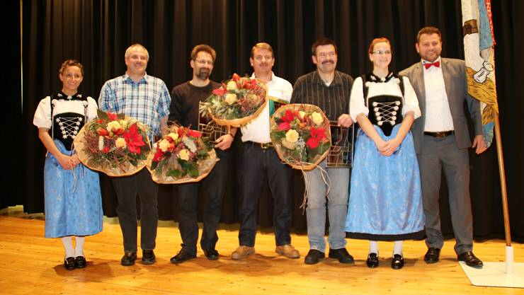 : Härri Max, Meier Peter ,Umbricht Valentin ,Aegeter Peter mit Ehrendamen
